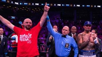 Kownacki Decisions Arreola in Classic Heavyweight Brawl